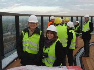 Mitglieder der SPD Heedt-Lörick besuchen die Baustelle des Vodafone-Campus in Heerdt